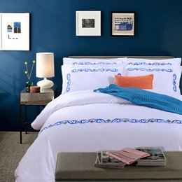 Bedsheet Cotton White Australia - Embroidered White Color Cotton Luxury Hotel Bedding sets 4PCS King Queen size Bedsheet set Duvet Quilt cover Pillow shams