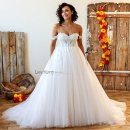 Wholesale bohemian lace tops online – 2020 Bohemian Ball Gown Lace Top Wedding Dresses Backless Sweep Train Soft Puffy Tulle Plus Size Wedding Bridal Gowns