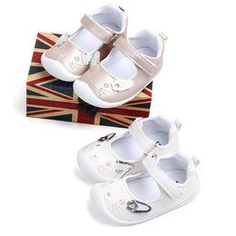 5012ee1b5ec2b Automne pour les petites filles dans le miroir à semelle souple PU  Chaussures Infant marcher Robe de berceau Chaussures Premiers Marcheurs