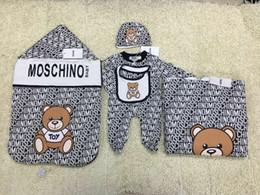Опт Новорожденные набор пакетов Маленький медведь мультфильм письмо младенца спальный мешок + одеяло + комбинезон костюм Новорождённых.Детская костюм Теплый 5шт набор