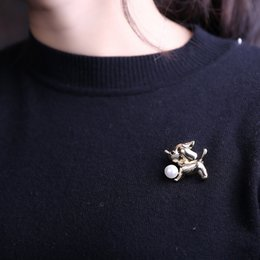 oil painting jewelry Australia - European And American Jewelry Personality Creative Fashion Branch Bird Brooch Alloy Rhinestone Painting Oil Animal Pin Wholesale