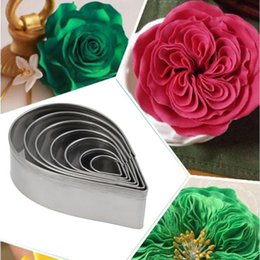 fondant cakes roses UK - Austin Rose Cutter Cake Decoration Tools 7 Pcs Stainless Steel Water Drop Shape Fondant Flower Molds Petal Stencils Cookie H858
