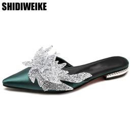 Vente en gros NOUVEAU 2018 Chaussures Femme Soie pointu Toe Chunky Talons Mules Style Ethnique Cristal Décoration D'été Pantoufles Occasionnels Flats Diapositives