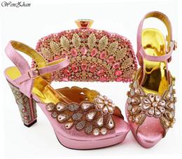 7983cc8fb22 Nuevos zapatos italianos de color rosa con bolsos a juego Conjunto de  zapatos y bolsos para mujer africana para fiesta de baile de verano WENZHAN  B94-5