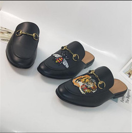 khaki loafer shoes men 2019 - Luxury leather loafers Muller Designer slipper Mens shoes with buckle Fashion Men Women Princetown slippers Ladies Casua
