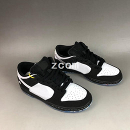 $enCountryForm.capitalKeyWord NZ - Designer Staple x SB Dunk Low Running Shoes Dove Panda Black White Toe Ban Not for resale Dunks Women Mens Trainers Authentic Sneakers