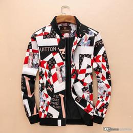 Großhandel Neue Jacke Reißverschlusstasche im Freien Trenchcoat Europäische Luxusjacke Herren Freizeitmode Luxus Mantel italienischen Design Jugendjacke