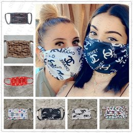 10 UNIDS / ENVÍO DE LA GOTA Marca Máscaras Mujeres Hombres Fibra de Seda Máscara Facial Diseñador lavable a prueba de polvo a prueba de polvo Ciclismo Deportes Boca Nariz Cubierta D42301 en venta
