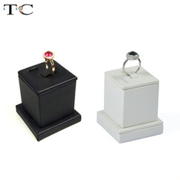 $enCountryForm.capitalKeyWord NZ - Factory Wholesale 2pcs lot Jewelry Display Ring Stand Holder Rack White And Black Jewellery Cases 5*5*5.5cm