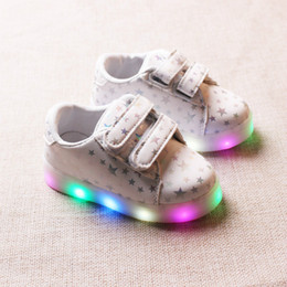 Discount kids white casual wedding dress - 2019 Autumn Fashion Net Breathable Star Leisure Sports Running Shoes for Girls White Shoes for Boys Brand Kids LED Light
