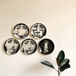 $enCountryForm.capitalKeyWord NZ - Wholesale 7 Inch Printed Portrait Plates Durable Coffee Shop Wall Decor Plates Retro Home Wall Hanging Round Ceramics Plates DH0728-1 T03