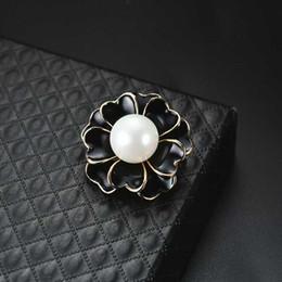 EnamEl flowEr broochEs online shopping - Elegant Women Black White Enamel Flower Bouquet Corsage Pearl Brooch Women Suit Lapel Pins Accessories