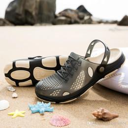 $enCountryForm.capitalKeyWord NZ - best quality Designer Sandals Summer Stripped Slippers Men Flip Flops Summer Beach Rubber Shoes Male Flats Sandals Black Blue Army Green
