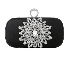China 2019 Crystals Women Evening Bags Elegant Sunflowers Decoration Bridal Handbag Party Bag Clutch Diamond Flower Wedding Women Bags cheap elegant evening bags crystal suppliers