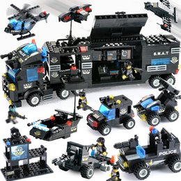 $enCountryForm.capitalKeyWord Australia - 647PCS 725PCS City Police Series Blocks SWAT 8 IN 1 City Police Truck Station Building Blocks Small Bricks Toy For Children Boy