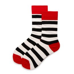 schlittschuhsocken großhandel-New Color Stripes Men Crew Socken von Happy Sock Lässige Harajuku Kleid Business Designer Marke Skate Lange Fashion Funky