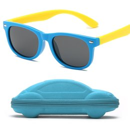 f2a183f77 Quadro de borracha Polarizada Crianças Óculos De Sol com Caso Meninos  Meninas Silicone Óculos de Sol de Segurança Presente Para As Crianças Do  Bebê UV400 ...