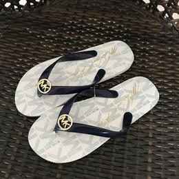 Venta al por mayor de Chanclas a la moda Sandalias de color liso Sandalias de mujer Sandalias de playa Zapatos divertidos para la venta Diseñador Sandalias Calzado