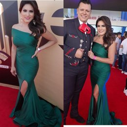 Satin mermaid evening dreSSeS StrapleSS Sexy online shopping - Dark Green Sexy Mermaid Prom Dresses Pleats Strapless High Side Split Evening Gowns Formal Wear Red Carpet Runway