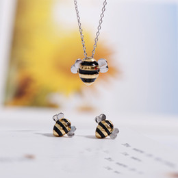 $enCountryForm.capitalKeyWord Australia - 925 Sterling Silver Jewelry Set for Women Fashion Cute Bee Creative Design Female Personalized Pendant Necklace & Stud Earring