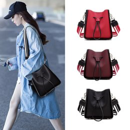 $enCountryForm.capitalKeyWord Australia - Lucky2019 Bag Phenanthrene Woman Spelling Color Bucket Package Ins Exceed Fire Genuine Leather Single Shoulder Satchel Chic Packet