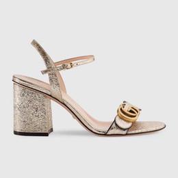Venta al por mayor de 2019 zapatillas de deporte envío gratis zapatos planos para damas y cómodos 931125 sandalias de tacón alto robusta absorción de impactos transpirable suave