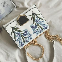 hand embroidered handbag Australia - Embroidered bag Ethnic shoulder handbag women fashion designer flower evening bags luxury chain messenger bags ladies hand bag
