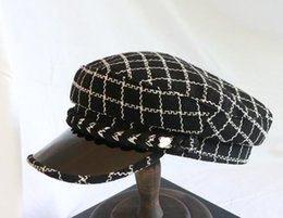 Wholesale New autumn and winter high grade flat top military hat fashion plaid grain with elegant retro duck tongue beret