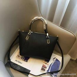 Cross Hand Bags Australia - European And American Fashion Female Package Cross Grain Killer Bag Hand The Bill Of Lading Shoulder Tide Female Bag Designer Bags W