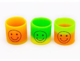 $enCountryForm.capitalKeyWord UK - 24PCS 3.5cm Colorful Magic rainbow spring circle Slinky Children Classic Development Educational Plastic Toy Kids Christmas Gifts