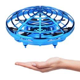 Flying Ball Infrared Sensor UFO interactivo Sensor de inteligencia Aviones Flying Toy para niños 360 ° hover UFO Ball 3 colores C6392
