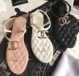 Wholesale New fashion women Soft comfortable breathable open toed flat soled sandals with metal buckles in summer L3305