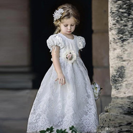 $enCountryForm.capitalKeyWord Australia - White A Line Retro Lace Flower Girls Dresses Jewel Neck Short Sleeve Long Christening Gowns Handmade Flower High Wait Kids Prom Dress