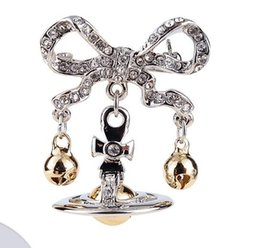 small silver bells Australia - Europe and the West Queen Mother Saturn Bells Small and smart to shine luxury brooch collar