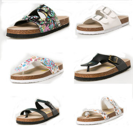 $enCountryForm.capitalKeyWord Australia - Designer Clogs Flip Flops men women Summer slippers Flats Sandals Antiskid Slippers Beach Shoes unisex casual shoes print mixed colors flip