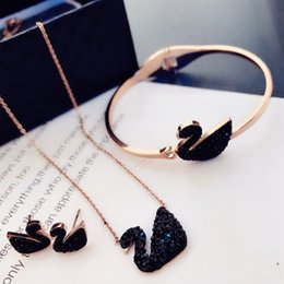 Necklaces Pendants Australia - Top Quality Star Style Women's Gift Necklace Female Personality Crystal Swan Pendant Collar Bone Chain Rose Gold necklaces