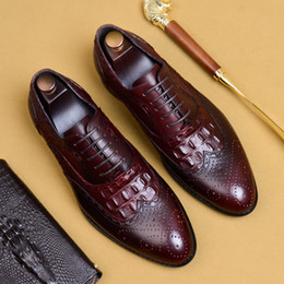 carving leather pattern Australia - Men's Crocodile Pattern Breathable Shoes Men's Business Leather Shoes Pointed Brock Carved Dress