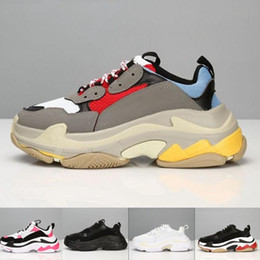 1f29500ad Chaussures Paris 17FW Triple-S Shoes Luxury Dad Shoes BL Triple S 17FW  Sneakers for Men Women Vintage Kanye West Old Grandpa Trainer Outdoor
