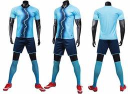 Terno de esportes dos homens de fitness de manga curta T-shirt running wear roupas de secagem rápida de treinamento de desgaste equipe de placa de luz logotipo personalizado impressão em Promoção