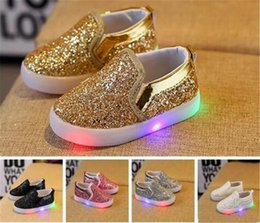 glitter shoes baby girl 2019 - Kids Glowing Sneakers Baby Girls Boys LED Light Shoes Toddler Anti Slip glitter Sequins Sports Casual Shoes B11 cheap gl