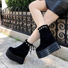 e60b940ba0 2018 inverno nova fêmea Martin botas Vento Britânico aumentou 14 CM botas  de plataforma de salto alto de moda além de sapatos de veludo das mulheres