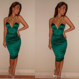 $enCountryForm.capitalKeyWord NZ - Sexy Green Backless Knee-Length Cocktail Dresses Homecoming Satin Sheath 2019 Short Party Prom Homecoming Gowns Cheap