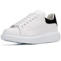 Nueva temporada Zapatos de diseño Moda de lujo para mujer Zapatos de cuero para hombres Plataforma con cordones Zapatillas de deporte de suela de gran tamaño Blanco Negro Zapatos casuales en venta