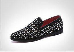 Spiked Flat Shoes NZ - Luxury Men Wedding Party loafers Black Diamond Rhinestones Spikes business Dress shoes Rivets Casual Flats sneakers W331