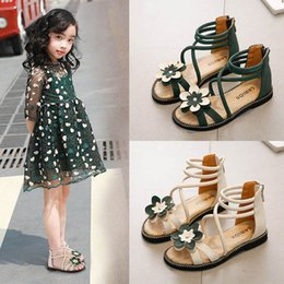 Girls Beach Sandals Shoes Australia - Girls Roman Shoes 2019 new Summer floral girls shoes princess kids shoes Beach Girls Sandals Kids Sandals Fashion Gladiator Girl Shoe A3809