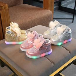 cb2b785e9 3 cores Meninas Sneakers Crianças orelhas de coelho de pelúcia Levou Sapatos  de Iluminação Crianças coelho Sapatos Casuais Bebê luz Piscando Sapatos  Rasos ...