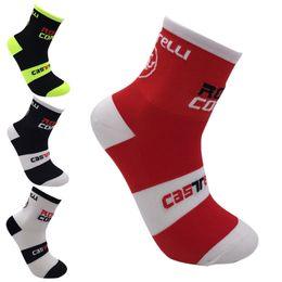 Bicycle Socks Bike Australia - 4 Colors Professional Middle Socks Mountain Bike Cycling Outdoor Sport Socks Protect Feet Breathable Wicking Men Bicycle Socks