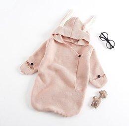 Vente en gros Des modèles explosifs mignons oreilles de lapin sac de couchage en trois dimensions en tricot bébé tenir vêtements bébé vêtements de style nouveau-né de printemps et d'automne