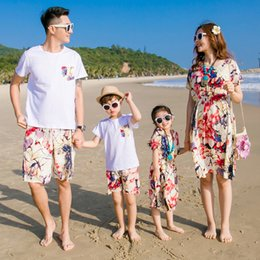 mom son clothes NZ - Family Matching Outfit Clothes Cotton Mother Mom and Daughter Dress Clothes Father Son Clothing Sets Family Style Set New Beach