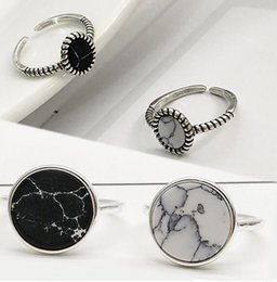 $enCountryForm.capitalKeyWord Australia - Silver Adjustable Gifts Ring Girls Party White Marbled Stone Open Seaside Round Circle Valentines Gift High Quality 1PC Black